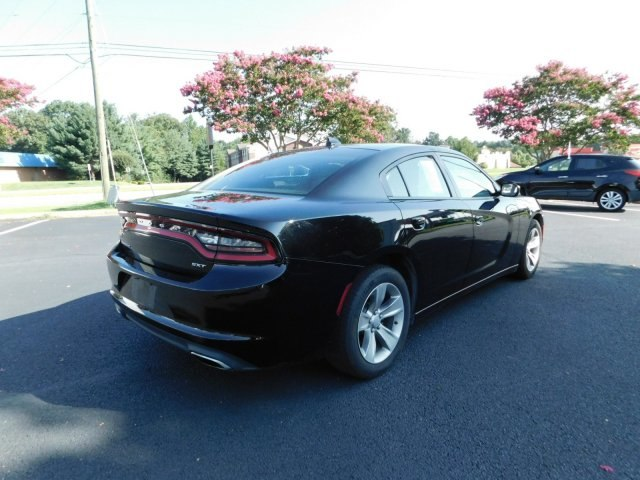 Pre Owned 2017 Dodge Charger Sxt Sedan In Midlothian Swf1082
